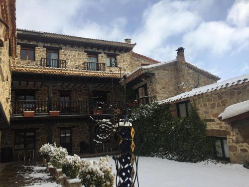 Casona Santa Coloma en invierno