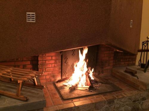 Barbecue disponible mis à disposition des clients de l'hôtel