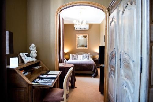 A bed or beds in a room at Domaine De Barive