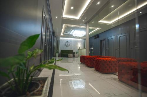 The lobby or reception area at Villagio Hotel
