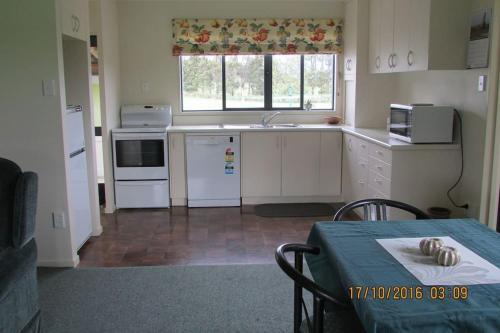 A kitchen or kitchenette at Wilderness Cottage