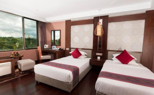 Cama o camas de una habitación en Rose Garden Hotel