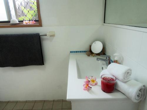 A bathroom at Pacific Vista Budget Retreat