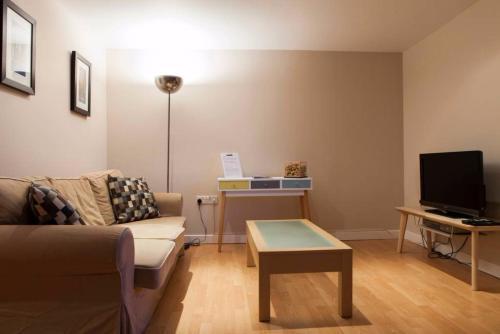 1 Bedroom West End Apartment Sleeps 4