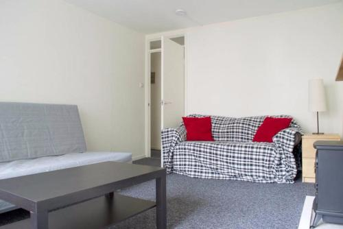 1 Bedroom Flat in Old Town Accommodates 4