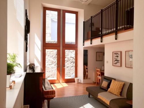 1 Bedroom Mezzanine Flat Accomodates 4