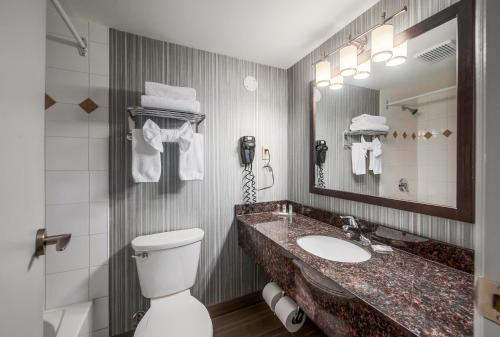 A bathroom at Regency Suites Hotel