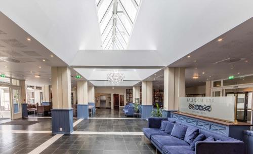 Lobby/Rezeption in der Unterkunft Kviknes Hotel