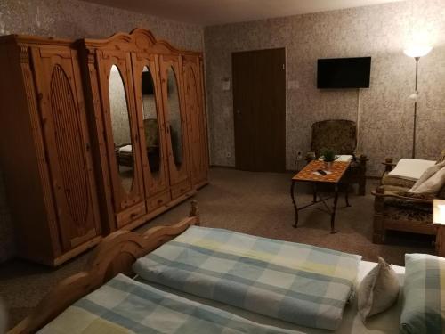 Ein Sitzbereich in der Unterkunft Gasthof Müller