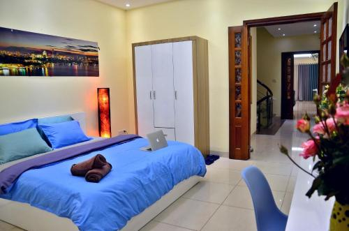 A bed or beds in a room at Bee House - Near Hanoi Opera House, Hoan Kiem