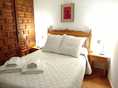 A bed or beds in a room at Apartamentos Asador De La Plaza Vieja