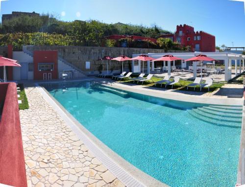 The swimming pool at or close to Albergo 'La Vigna'