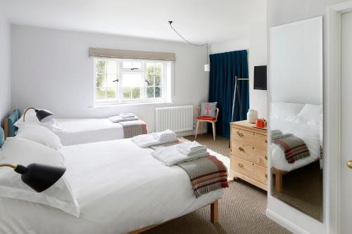 A bed or beds in a room at Compasses Inn
