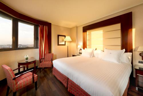 A bed or beds in a room at Hotel Sevilla Center