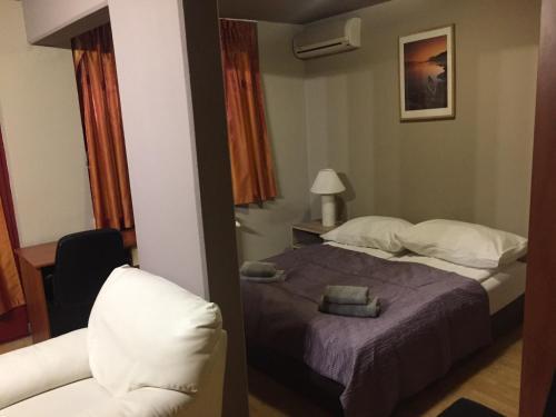 Een bed of bedden in een kamer bij AnVa House
