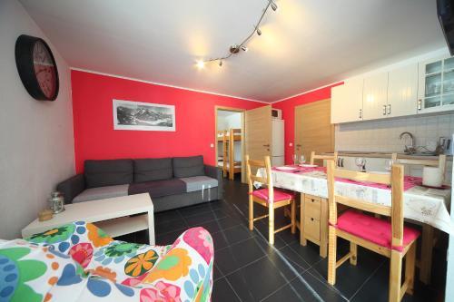 Kuhinja oz. manjša kuhinja v nastanitvi Apartment Leposa