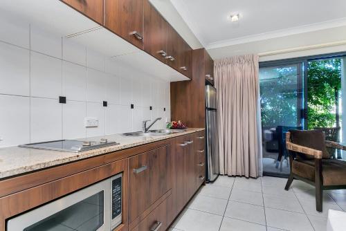 A kitchen or kitchenette at Blue Lagoon Lakeside Studio