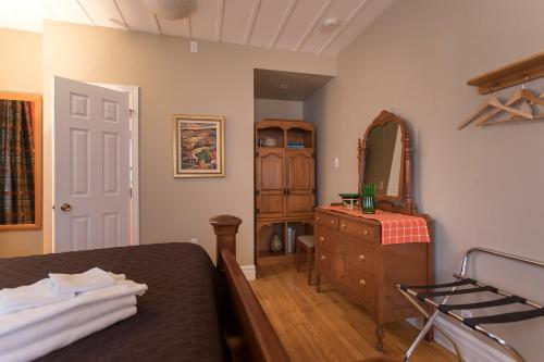 A television and/or entertainment center at Acacias Bed & Breakfast