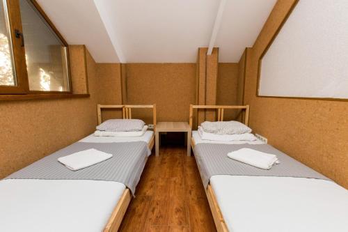 Кровать или кровати в номере Хостел Ривьерский
