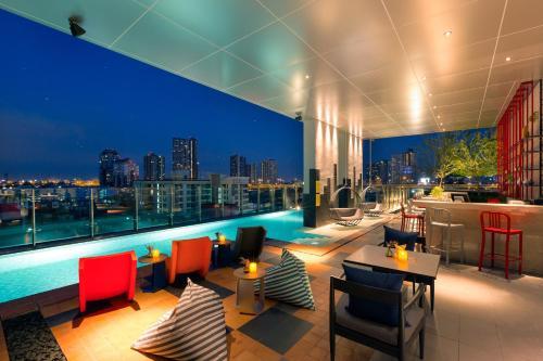 曼谷素坤逸拍崑崙宜必思尚品飯店餐廳或用餐的地方