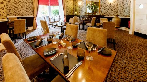 A restaurant or other place to eat at Tor-Na-Coille Hotel