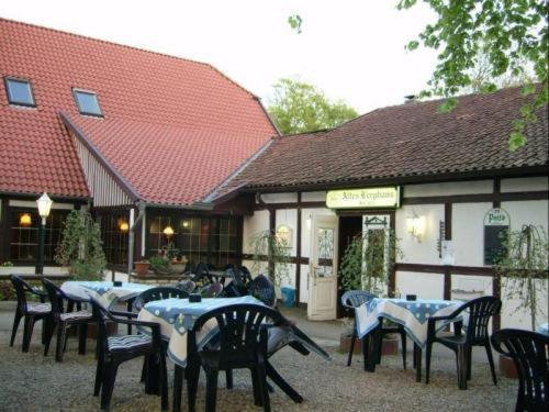Ein Restaurant oder anderes Speiselokal in der Unterkunft Altes Berghaus