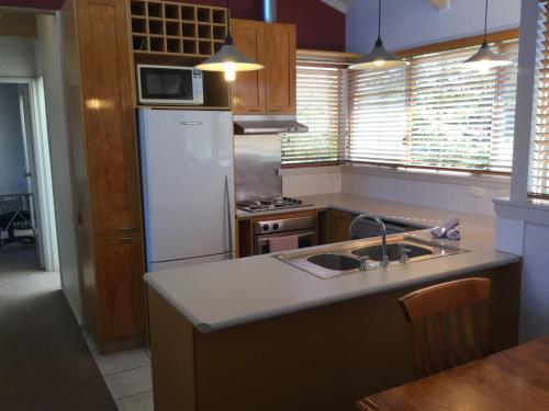 A kitchen or kitchenette at Kooringa 12