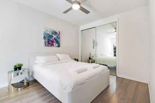 A bed or beds in a room at Swainson on Union