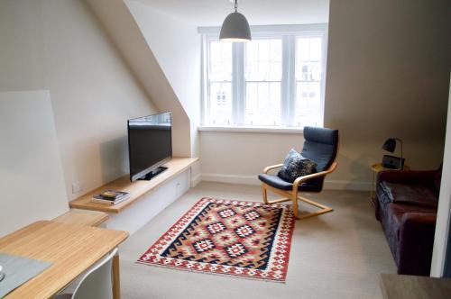 1 Bedroom Flat in Edinburgh's New Town Accommodates 4