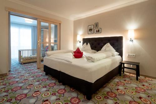 Ein Bett oder Betten in einem Zimmer der Unterkunft Familienhotel Felsenhof