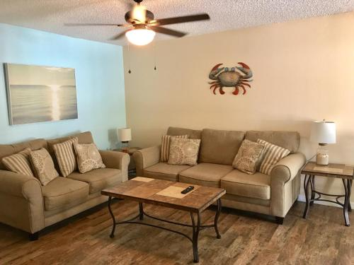 A seating area at Indian Rocks Beach Apt's