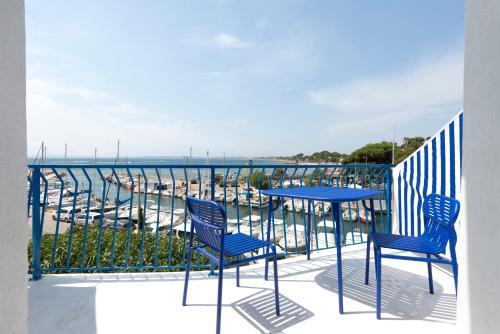 A balcony or terrace at Hôtel La Reine Jane