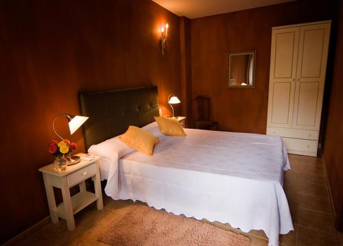 A bed or beds in a room at La Asomada del Gato