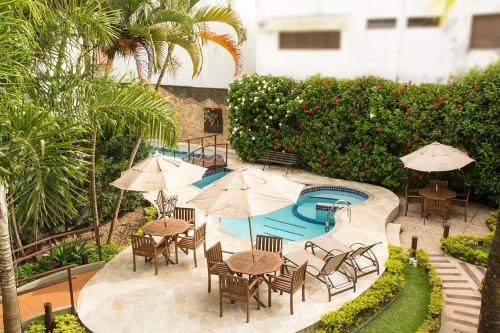 Uma vista da piscina em Hotel Ilhas da Grécia ou nos arredores