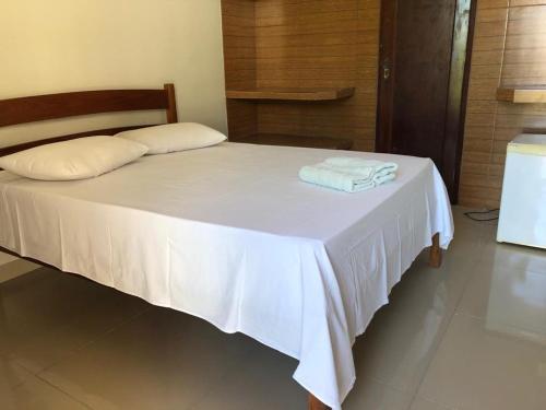A bed or beds in a room at Pousada da Praia
