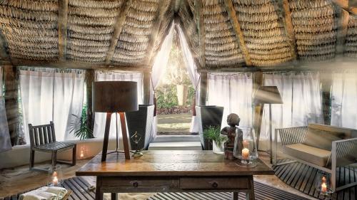 Uma área de estar em The Chili Beach Private Resort