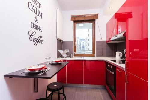 Kuchnia lub aneks kuchenny w obiekcie Friends and Family Giełdowa Warszawa