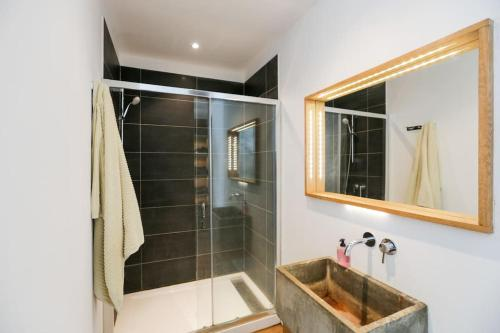Salle de bains dans l'établissement Le lOft - Cucuron