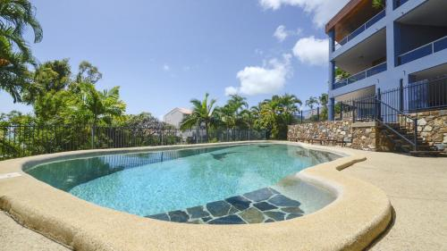 The swimming pool at or near Airlie Harbour Apartment - Airlie Beach