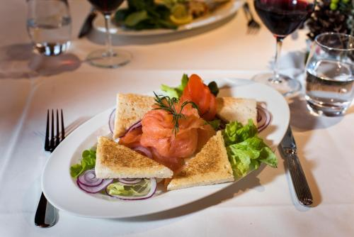 Mittag- und/oder Abendessen für Gäste der Unterkunft Landhaus Burgdorf