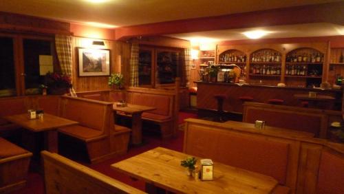 Salone o bar di Rifugio Camparient