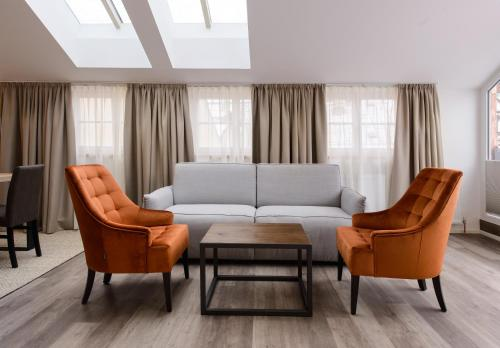 A seating area at Kaiser Max Design Appartements