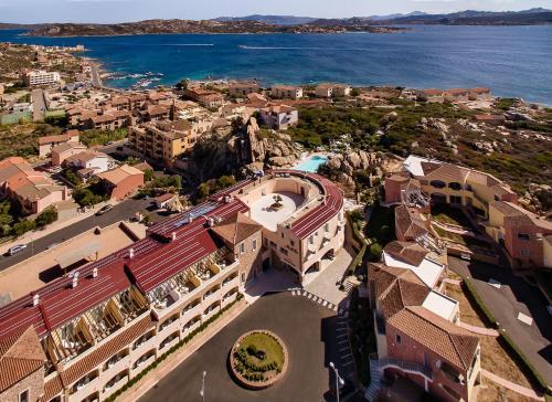 Uma vista aérea de Grand Hotel Ma&Ma Resort