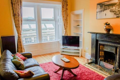 2 Bedroom Flat on Leith Walk Sleeps 4