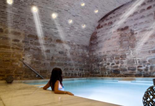 The swimming pool at or near Hospederia Baños Arabes De Cordoba