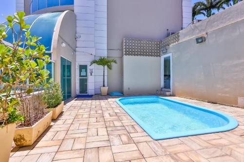 The swimming pool at or near Dubai Macaé by Atlântica