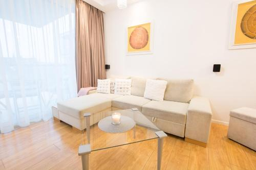 A seating area at Good Time Apartments 2 - Parking