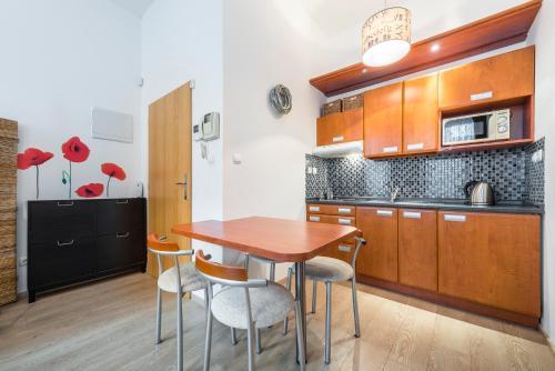 Кухня или мини-кухня в Meet of Prague Apartment