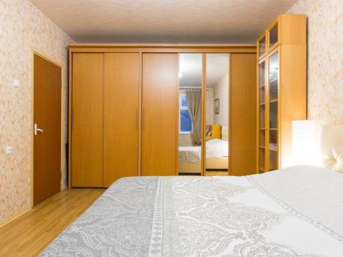 A bed or beds in a room at Apartment on Ulitsa Belovezhskaya