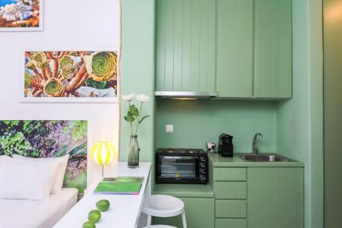 A kitchen or kitchenette at Kaerati Apartments